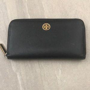 Handbags - Tory Burch Robinson Saffiano leather wallet